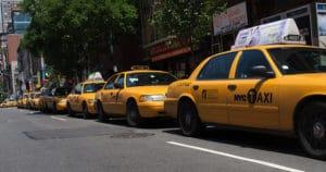 Taksówki - taxi - wlaczoszczedzanie.pl - Flickr / @ Kevin Gessner /CC BY 2.0