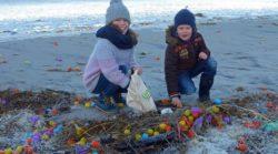 Setki tysięcy jajek niespodzianek na plaży w Niemczech - wlaczoszczedzanie.pl