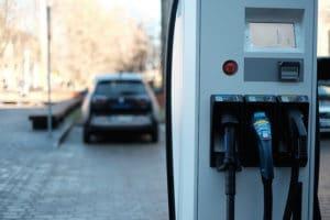 Rząd planuje zwolnić z akcyzy i VAT-u auta elektryczne - wlaczoszczedzanie.pl - Flickr / @Kārlis Dambrāns / CC BY 2.0