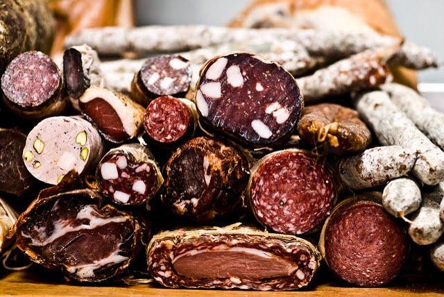 Co Inspekcja Handlowa znalazła w mięsie i wędlinach