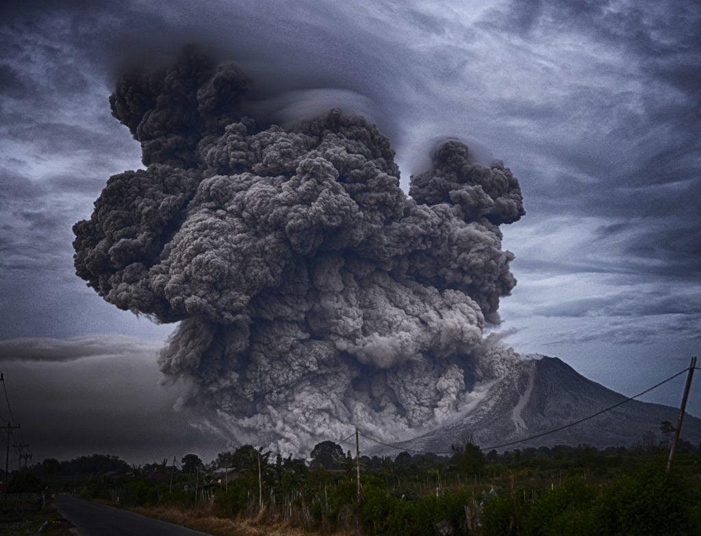 Katastrofy nieantropogeniczne, czyli naturalne - wywoływane przez czynniki niezależne od człowieka