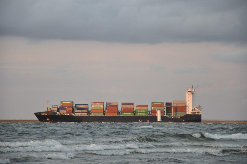 W każdym momencie po Bałtyku pływa około 2 tys. statków, które generują hałas szkodliwym dla zwierząt morskich