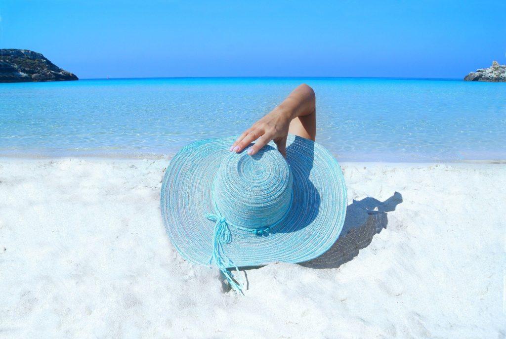 UOKiK przypomina na co zwrócić uwagę podczas wakacji i jakie mamy prawa w przypadku nieprawidłowości